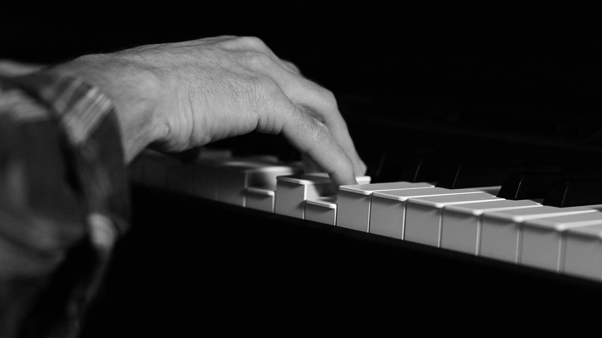 POST Piano